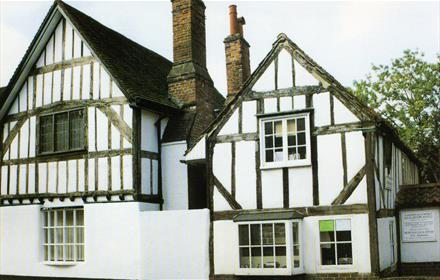 Hampton Cottage on right dates from 17thC